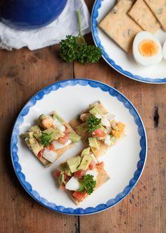 1. paleo crackers met avocado en ei-2