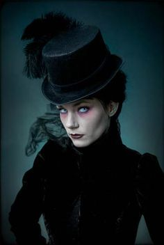 42 Wonderful Vampire Makeup Ideas For Halloween Party To Try Today Costume Steampunk, Gothic Steampunk, Victorian Gothic, Steampunk Fashion, Gothic Fashion, Victorian Makeup, Modern Victorian, Hippie Fashion, Victorian Women