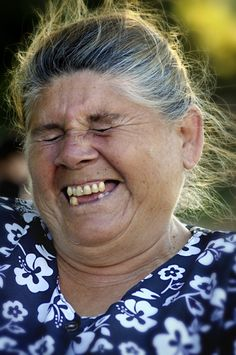 Laughing woman, Chili