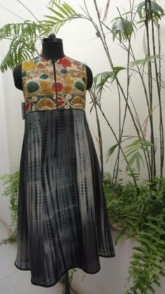 Black Shibori salwar suit with black and white design. Salwar is sleeveless and high neck with kalamkari patch. Kurta Patterns, Dress Patterns, Indian Attire, Indian Wear, Indian Dresses, Indian Outfits, Kalamkari Dresses, Kalamkari Kurta, Kurtha Designs