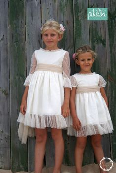 BAILARINAS Y PRINCESAS Girls Lace Dress, Little Girl Dresses, Girls Dresses, Flower Girl Dresses, Première Communion, Baby Dress Design, Kids Frocks, Kid Styles, Toddler Dress