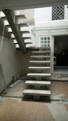 Staircase Design Modern, Modern Stair Railing, Concrete Staircase, House Staircase, Interior Staircase, Stairs Architecture, Modern Stairs, House Balcony Design, House Gate Design