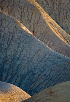 Mountain biking on cliffs, Wow !