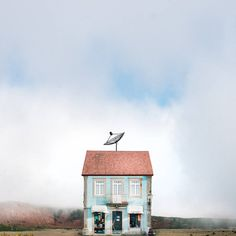 Portraits of Lonely Houses in Portugal   Photographer Manuel Pita discovered the photography in 2012. The scientist makes enchanting and minimalist pictures. One of his series entitled The Lonely Houses is dedicated to the isolated houses in Portugal. He invites the viewer to be focused on a lonely subject. He also pays tribute to traditional houses in a minimalist settings.