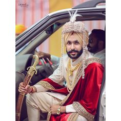 Indian Groom, Groom Accessories, Sikh Groom #shaadiwish #indiangroom #indianwedding #groomoutfit #groomweddingoutfit #groomoutfitideas #groomjewellery #groom #sikhgroom #sikhwedding
