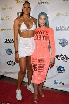 Liz Cambage, met Australian rapper Iggy Azalea, at the WNBA All-Star Game and Concert in Las Vegas on Sunday. Iggy Azalea, Tall Women Fashion, Beautiful Women Over 40, Tall People, People People, Divas, Wnba, Black Girls, Tall Girls
