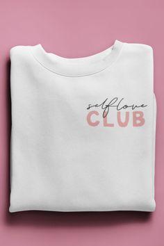 Self Love Club Sweatshirt Graphic Shirts, Printed Shirts, Tee Shirts, Graphic Sweatshirt, Branded T Shirts, Graphic Tee Outfits, Shirt Print Design, Tee Design, Fashion Clothes