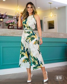 Tropical Print Wide Leg Jumpsuit We Miss Moda is a leading Women's Clothing Store. Offering the newest Fashion and Trending Styles. Trend Fashion, Womens Fashion, Look Fashion, Fall Fashion, Fashion Tips, Jumpsuit Outfit, Printed Jumpsuit, Overall, Pattern Fashion