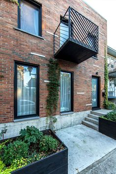 Extending a home with limited space is a tricky affair, and even though most home additions expand into the backyard, this duplex in Montreal's Little Italy takes a different approach… Modern Balcony, Street Pictures, Brick Construction, Townhouse Designs, Duplex, Facade Design, Exterior Design, Brick And Stone, Brick Building