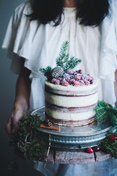 This perfectly wintery one that got a little bit ~naked~. | 24 Spectacular One-Tier Wedding Cakes