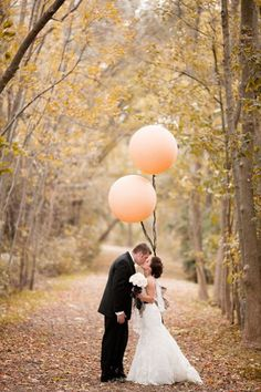 giant peach balloons wedding photo ideas / http://www.deerpearlflowers.com/giant-balloon-wedding-ideas-for-your-big-day/