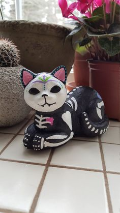 Hey, I found this really awesome Etsy listing at https://www.etsy.com/listing/262288516/sugar-skull-cat-day-of-the-dead-figurine