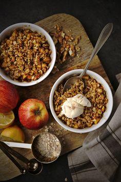 Jablečný crumble: dezert z ovoce a drobenky Breakfast, Food, Morning Coffee, Essen, Meals, Yemek, Eten