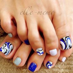 A marbling effect inspired toenail art. This design uses blue gray, white, black and blue polishes. Marbling effects are painted in swirling styles on top of the white matte while the rest of the smaller nails are coated with alternating blue gray and blue matte colors.