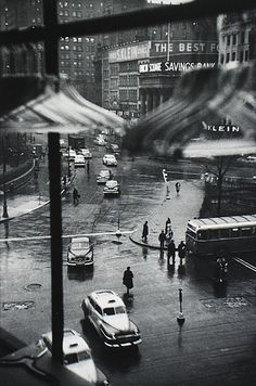 Black and White - Photography - Louis Faurer - Union Square, New York City - 1950 Old Pictures, Old Photos, Style Pictures, Vintage Photographs, Vintage Photos, Louis Faurer, Street Photography, Art Photography, Photography Exhibition