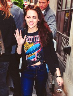 Kristen Stewart wearing an awesome Led Zeppelin shirt... I already know who is going to repin this ;)