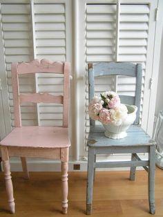 De rechter stoel Babykamer   painting the past mashmellow en blue grey Door Billie
