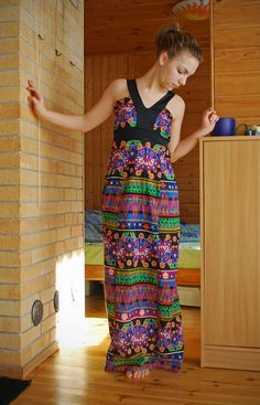 Free pattern for a dots invasion dress