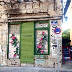 Boutique de fleuriste... / Street art. / Point de croix sur les murs. / Cross stitch on the walls. / By Raquel Rodrigo.