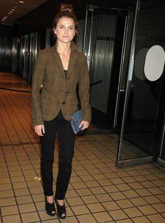 Keri Russell and Christian Louboutin Ruched Ankle Boots ( Keri Russell, Professional Attire, Casual Jeans, Street Chic, Work Fashion, Everyday Fashion, Style Icons, Winter Outfits, Celebrity Style