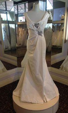 Carolina Herrera John Singer Sargent: buy this dress for a fraction of the salon price on PreOwnedWeddingDresses.com