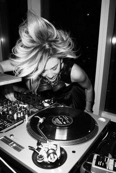 DJane, Female DJ, Woman DJ, Pioneer, Mixer, Mix, DJ, DJM, CDJ