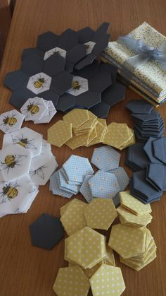 My grey and yellow themed bumble bee hexagon quilt. Hexagons done on my sizzix and papers punched on a fishers xl punch. Wildlife Quilts, Bee Fabric, Yellow Quilts, Bee Embroidery, Bee Cards, Grey Quilt, Bee Design, Bee Theme, Applique Quilts