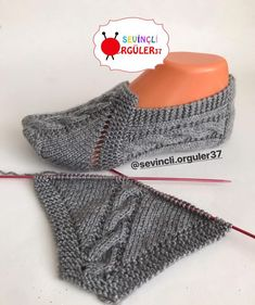 trendy knitting gloves tutorial patterns - Her Crochet Knitting Stitches, Knitting Socks, Knitting Patterns Free, Knit Patterns, Free Knitting, Baby Knitting, Gestrickte Booties, Knitted Booties, Crochet Boots