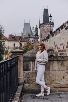 For unforgettable moments, Prague Prague Christmas Market, Charles Bridge, Photo Location, Cool Places To Visit, Cool Photos, Photoshoot, Autumn, Bridges, Pictures