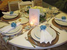 Olha a mesa com as tolhas floridas e listradas como vc tinha falado! Mto legal!
