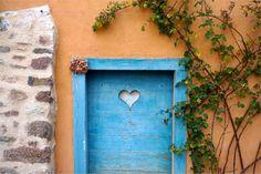 Weekend dans le Beaujolais : 8 expériences à ne pas louper ! - Chouette World - Blog voyage Le Beaujolais, Blog Voyage, Frame, Home Decor, Owls, Picture Frame, Decoration Home, Room Decor, Frames