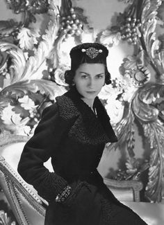 Coco Chanel in 20 great quotes about life and fashion - Home Trends Great Quotes About Life, Iconic Women, Hollywood Fashion, Chanel Fashion, Trends, Vintage Black, Comebacks, Ruffle Blouse, Celebs