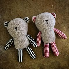 "62 Likes, 6 Comments - 코랄밤비 (@coral_bambi_in_jeju) on Instagram: ""곰인형은사랑할수밖에없음! . . #곰인형 #띵굴시장 으로 이송할 계획 #띵굴시장에서만나요 #12월10일 #핸드메이드 #인형 #크리스마스선물 #인형diy #handmade…"""