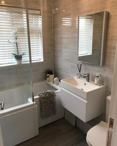 47 Gorgeous Grey & White Bathroom Design Ideas for a Chic Look If you want to get some grey bathroom Small Grey Bathrooms, Gray And White Bathroom, Bathroom Design Small, Bathroom Interior Design, Beautiful Bathrooms, Modern Bathroom, Grey Bathroom Decor, Parisian Bathroom, Grey Bathroom Tiles