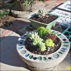 Creative DIY Garden Containers and Planters from Recycled Materials --> DIY Bowling Ball Planter Diy Concrete Planters, Concrete Bowl, Concrete Crafts, Concrete Garden, Concrete Projects, Diy Planters, Garden Planters, Glass Planter, Succulent Planters
