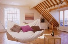 Amazing bedroom bed DIY as a Hammock- but please people know that it has a weight limit