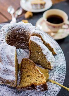 Todella mehevä banaanikakku on täydellinen vierasvara. Finland Food, No Bake Desserts, Dessert Recipes, Finnish Recipes, Pastry Cake, Something Sweet, Coffee Cake, No Bake Cake, Afternoon Tea