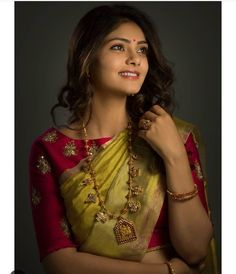 Boat neck blouse with simple design. Silk Saree Blouse Designs, Saree Blouse Patterns, Bridal Blouse Designs, Designer Blouse Patterns, Saree Color Combinations, Dress Indian Style, Indian Wear, Indian Dresses, Indian Outfits