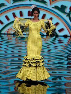 Simof 2017, el desfile de Molina Moda en fotos (Rocío Ruz / Raúl Doblado) African Attire, African Dress, Lovely Dresses, Beautiful Outfits, Flamenco Costume, African Fashion Ankara, Spanish Fashion, Edwardian Dress, Ankara Dress