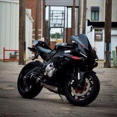 motorcycles page/my instagram @chairellbikes4life — R1 #R1#R1N#YAMAHA#chairellbikes4life
