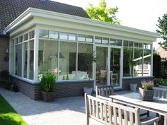 Veranda met plat dak plaatsen - van den bergh veranda's essen Pergola, House Extension Design, Sunroom Addition, English House, Screened In Porch, House Extensions, Glass House, Winter Garden, House Painting