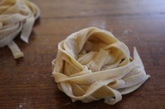 I go through phases of making home-made pasta. It's fairly simple to make gorgeous fettuccine or spaghetti (especially when you can throw the dough in the thermal cooker) and the taste is incompara. Pasta Recipes, Snack Recipes, Dessert Recipes, Recipe Pasta, Super Cook, Thermal Cooking, Bellini Recipe, Margarita Recipes, Homemade Pasta