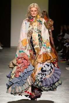 See all the Collection photos from Westminster University Spring/Summer 2015 Ready-To-Wear now on British Vogue Runway Fashion, Fashion Art, High Fashion, Fashion Show, Womens Fashion, Fashion Design, Fashion Trends, Recycled Fashion, Recycled Clothing