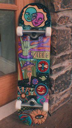 Painted Skateboard, Skateboard Deck Art, Skateboard Design, Skateboard Girl, Spitfire Skate, Photographie Indie, Skate Photos, Retro, Skater Girl Outfits