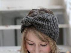 enfin un tuto de headband facile: Diy Headband, Turban Headbands, Knitted Headband, Knitted Hats, Crochet Hats, Crocheted Headbands, Crochet Diy, Love Crochet, Knitting Accessories