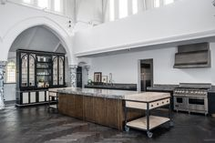 100 Kitchen Examples With An Industrial Look Küchen Design, Urban Design, Industrial Kitchen Design, Industrial Kitchens, Church Conversions, Interior And Exterior, Interior Design, Love Your Home, Tv Decor