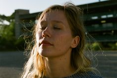 ICYMI Julia Jacklin dropped a glorious new single yesterday - a song supposedly inspired by a night spent watching 'Dancing with the Stars' on TV. Julia Jacklin, Spotify Playlist, Dancing With The Stars, Music Stuff, Aesthetic Pictures, Good News, Cool Photos, Crushes, Songs