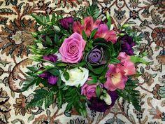 Oli hauska kuvata kukkakimppu kukkamatolla, ehkä sopii kuitenkin paremmin pöydälle  #bouquet on the floor, maybe more suitable for on table   #kukat #kukkakimppu #flowers #flowerstagram #flowerslover #ig_flowers #ruusu #rose #neilikka #carnation #koristekaali #floweringcabbage #alstroemeria #inkalilja #kukkakauppa #flowershop  #kotka #finland