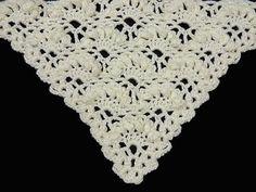 Este hermoso punto en V es ideal para hacer chales, los relieves del Punto Puff le dan un aire romántico.