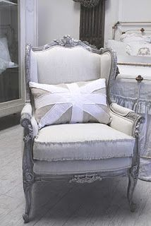 Love the chair, love the simpleness of the pillow...England meets France!